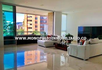 Apartamento en Los Balsos, Poblado - 310mt, dos alcobas, terraza