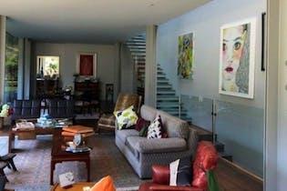 Casa en venta en Lomas de Reforma de 805 mt2. con 3 niveles.