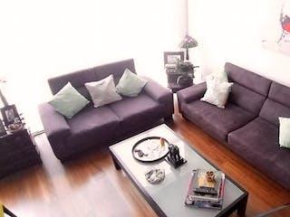 Una sala de estar con un sofá y una mesa de café en Departamento en Venta en San Jerónimo Lídice de 145 mt2. con 2 niveles.