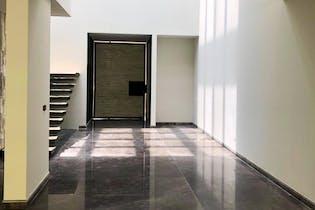 Casa en venta en Valle De Las Palmas de 761 mt2. con 2 niveles.