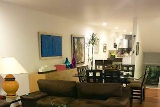 Casa en venta en Lomas de las Águilas de 410mts, tres niveles
