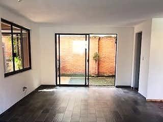 Una foto de una habitación muy bonita en Casa en venta en Paseos del Sur de 156mts, dos niveles