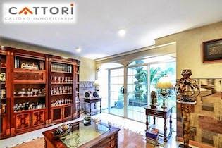 Casa en venta en San José Insurgentes de 381mts, dos niveles
