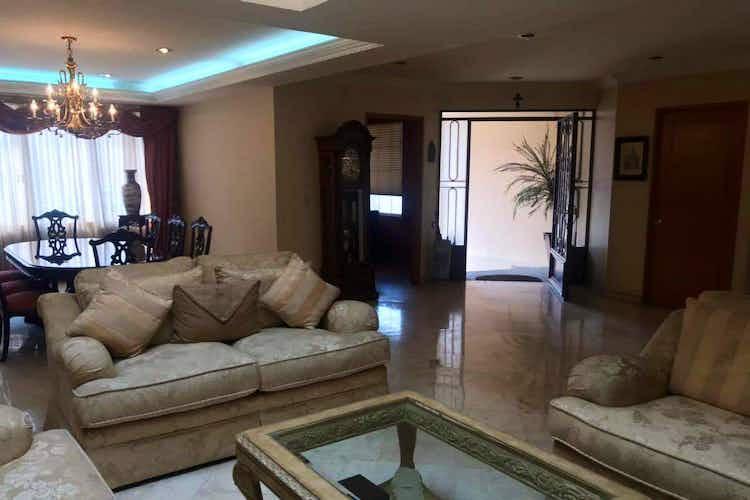 Portada Casa en  Venta en Hacienda De Las Palmas, de 250mtrs2