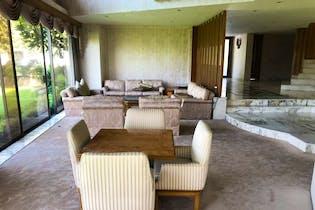 Casa en venta en Bosques de las Lomas de 600mts, tres niveles