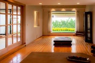 Casa en venta en Lomas de Vista Hermosa de 376 mt2. con 3 niveles.