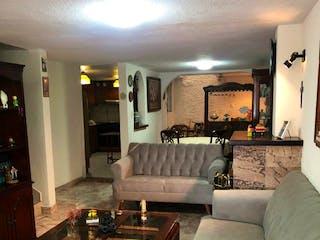 Una sala de estar llena de muebles y una mesa en Casa en venta en Bosque Residensial del sur, Con 3 Recamaras-110mt2