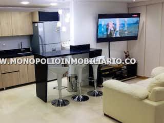 Una sala de estar llena de muebles y una televisión de pantalla plana en Apartamento en venta en San Martín El Ducado de tres alcobas