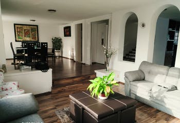 Casa en venta en Arboledas, 338mt de tres niveles.