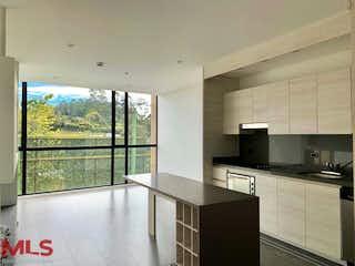 Una cocina con un gran ventanal en ella en Swiss