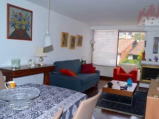 Una sala de estar llena de muebles y una mesa en Apartamento en Bella Suiza, La Carolina - 60mt una alcoba