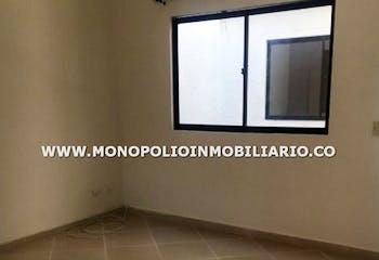 Casa en La Paz, Envigado - 102mt, tres alcobas, terraza