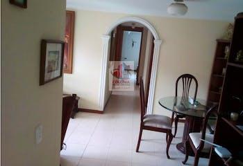 Apartamento en Loma de los Bernal, Belen - 68mt, tres alcobas, balcón