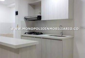 Apartamento en Ancon, Sabaneta - 56mt, tres alcobas, balcón