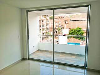 Una ventana se muestra con una puerta de cristal en Apartamento 95 mt2-Ubicado en Bello- Cabañitas,3 Habitaciones