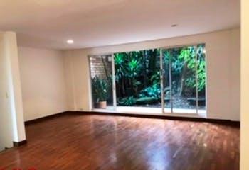 Casa de 3 niveles, 2034 mts2-Ubicada en el Poblado-Castropol,4 Habitaciones.