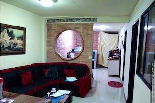 Casa 200 mts2-Ubicada en Sector Manrique Central,3 Habitaciones.
