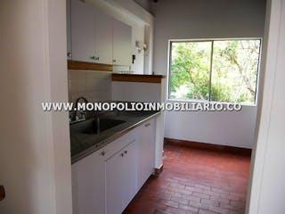 Una cocina que tiene una ventana en ella en ALTOS DE CALASANZ 505