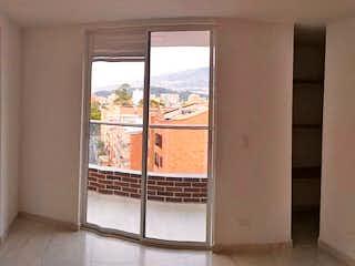 Una ventana en una habitación con una ventana en Antares
