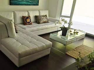 Una sala de estar con un sofá y una mesa de café en Palmitas