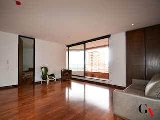 Una sala de estar llena de muebles y una ventana en Apartamento en venta en San Martín de 1 alcoba