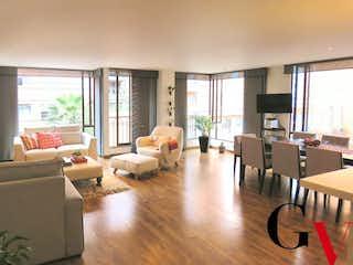 Una sala de estar llena de muebles y una televisión de pantalla plana en Apartamento en venta en Rincón Del Chicó de 138m² con Balcón...