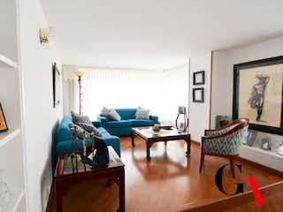 Una sala de estar llena de muebles y una ventana en Apartamento en venta en Santa Helena de 3 hab. con Jardín...