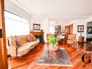 Una sala de estar llena de muebles y una mesa en Country de la Herrera