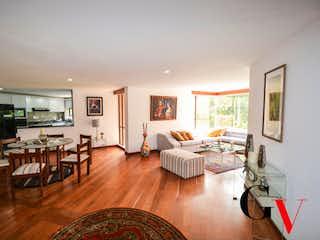 Una sala de estar llena de muebles y una mesa en Apartamento en venta en Rosales 178m² con Balcón...
