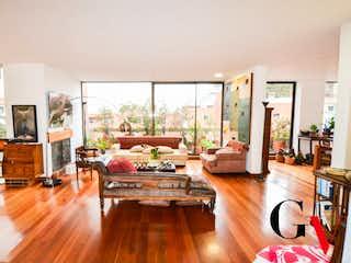 Una sala de estar llena de muebles y una televisión de pantalla plana en Apartamento en venta en Rosales de 226m² con Solarium...