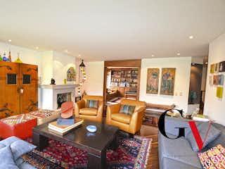 Una sala de estar llena de muebles y una mesa en Penthouse En Santa Brbara, Apartamento en venta en Santa Bárbara Occidental con Zonas húmedas...