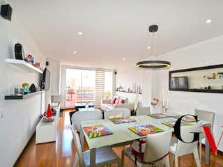 Una sala de estar llena de muebles y una mesa en Portal 121-2
