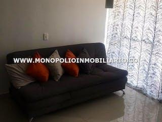 Una sala de estar con un sofá y un sofá en Vegas Plaza