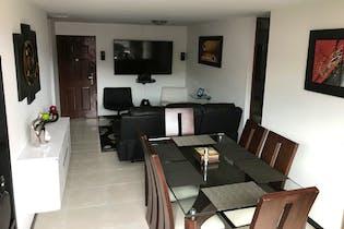 Apartamento en Loma de los Bernal, Belen - 83mt, tres alcobas, balcón
