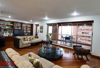 Apartamento en El Tesoro, Poblado - 223mt, tres alcobas, tres balcones
