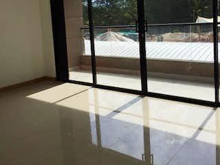 Una vista de un dormitorio con un gran ventanal en Apartaestudio en San Antonio de Pereira de  54mt con balcón
