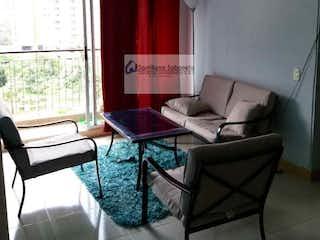 Una sala de estar llena de muebles y una ventana en Apartamento en venta en Sabaneta, Pande azucar, Con 3 habitaciones-74mt2