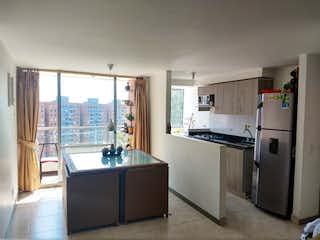Una cocina con una estufa de fregadero y nevera en Apartamento en La Cuenca, Envigado - 65mt, tres alcobas, balcón