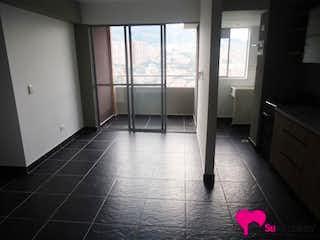 Un cuarto de baño que tiene un suelo de baldosas rosa en Apartamento en Niquia, Bello - Tres alcobas