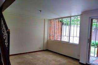 Casa 189 mts2-Ubicado en Envigado-Loma del Escobero,3 Habitaciones.