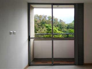 Una ventana que está en una habitación pequeña en Apartamento 66 mts2-Ubicado En Bello Cabañas,3 Habitaciones.