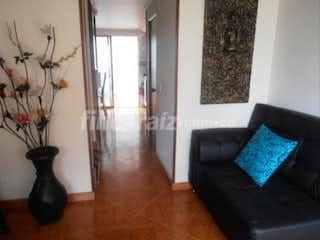 Una sala de estar llena de muebles y una mesa de café en Casa 87 mts2- Chia Avenida Pradilla,2 Habitaciones.