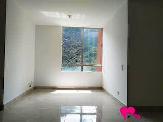 Un cuarto de baño con un inodoro rosa y lavabo en Apartamento 54 mts2-Ubicado - En Bello El Mirador,3 Habitaciones.