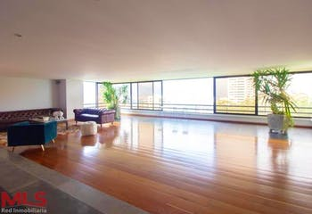 Apartamento en El Campestre, Poblado - 410mt, tres alcobas, balcón