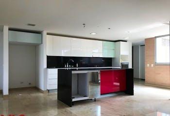 Apartamento en Los Balsos, Poblado - 225mt, tres alcobas, amplio balcón