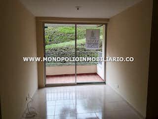 Una imagen de una habitación con una ventana en POBLADO NIQUIA 127