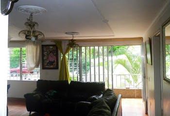 Casa en La América-San Javier, con 3 apartamentos - 140 mt2.