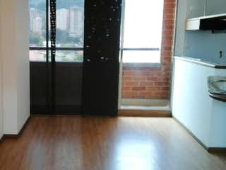 Una vista de una cocina desde el pasillo en -