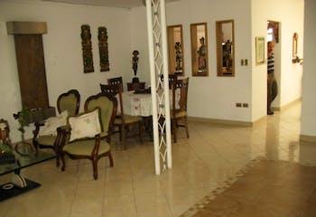 Casa en Conquistadores, Laureles - 150mt, cinco alcobas, garaje
