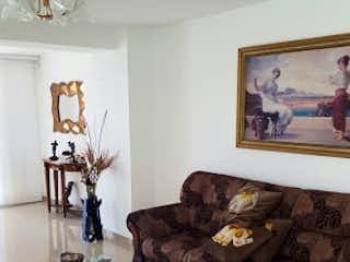 Una sala de estar con un sofá y una mesa de café en Penthouse en San Jose Obrero, Bello - 309mt, duplex, cuatro alcobas